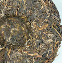 Load image into Gallery viewer, 2018 Phongsaly Sheng Cha (Pu'er) - tea cake form