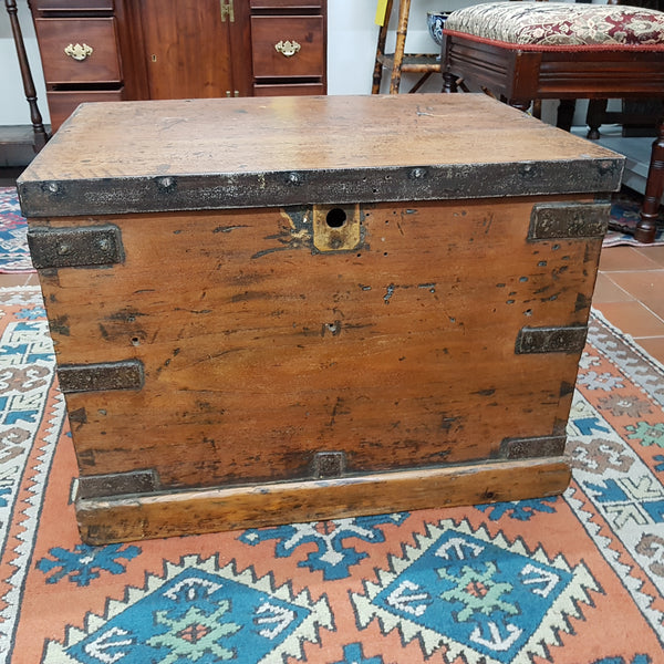 Mid 19th Century Elm Storage / Work Box