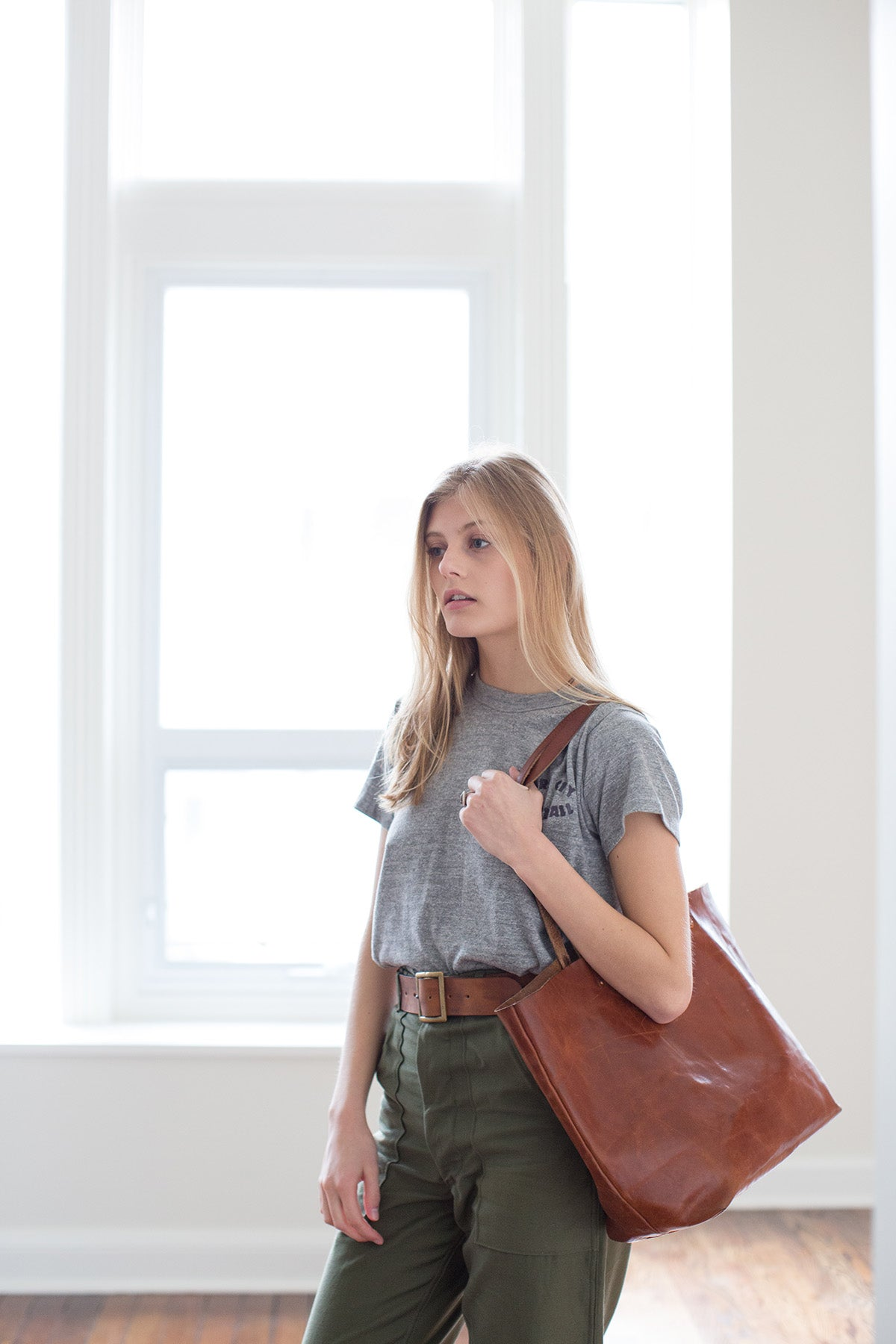 ARTIFACT Harness Leather Tote in Bourbon