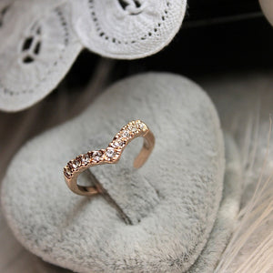 2018 New Fashion Jewelry Ring V-type Unique Design Inlaid Imitation Crystal Ring Jewelry Wholesale Free Shipping