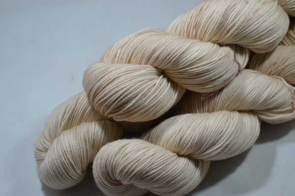 Vanilla Cream, 450 yd sock yarn