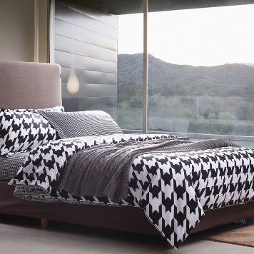 Houndstooth Bedding Set