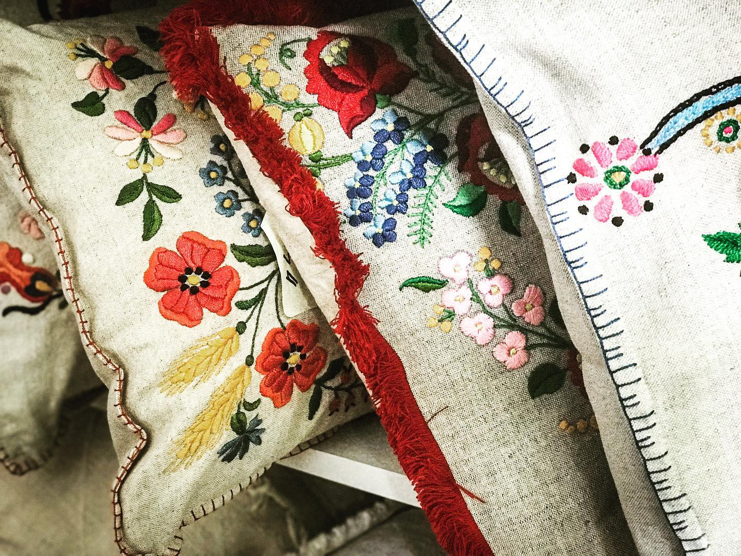 Pillow: Embroidered antique and vintage Hungarian hemp - P056