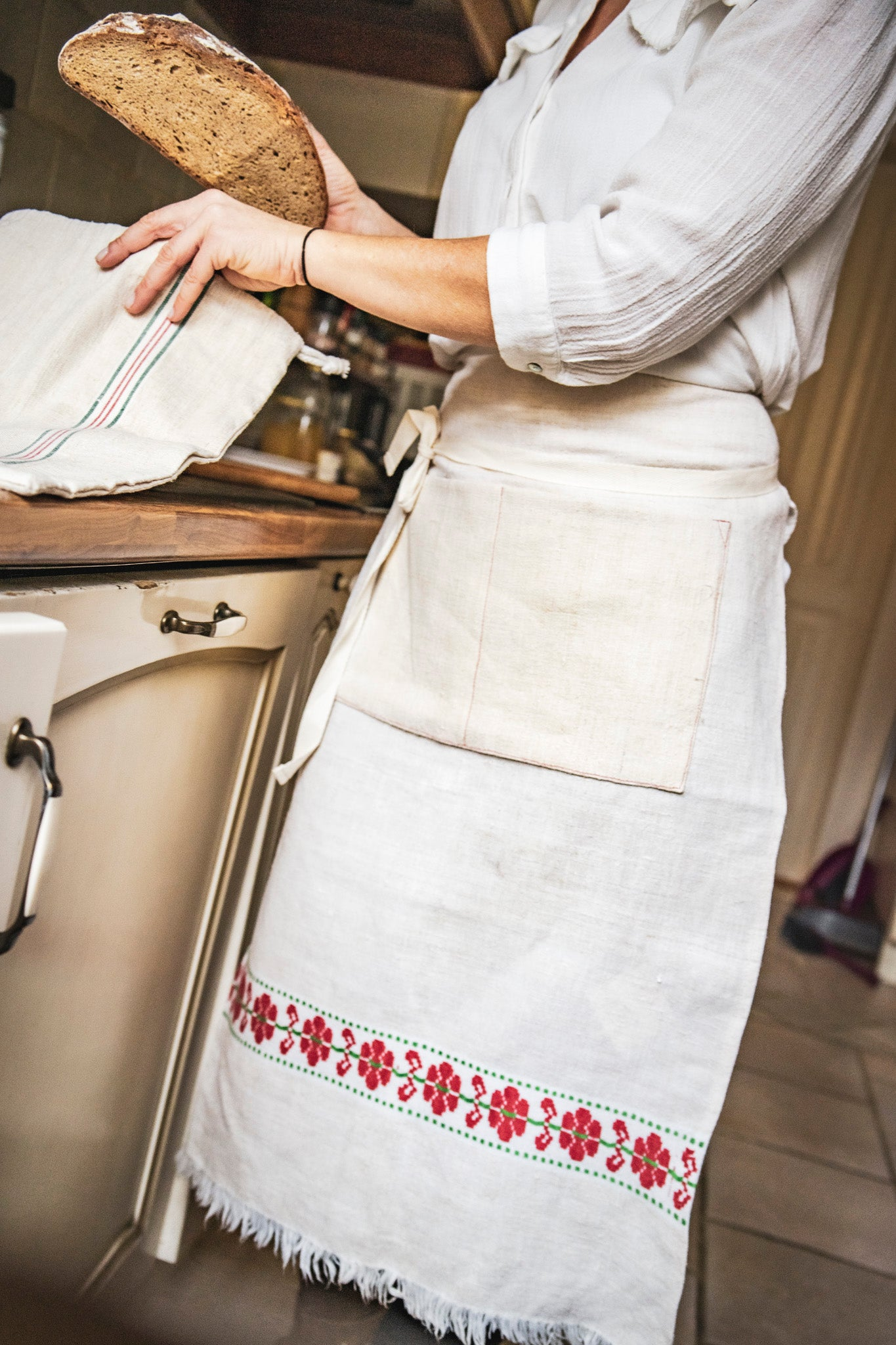 Apron: Cafe style, vintage handwoven Hungarian hemp - A46