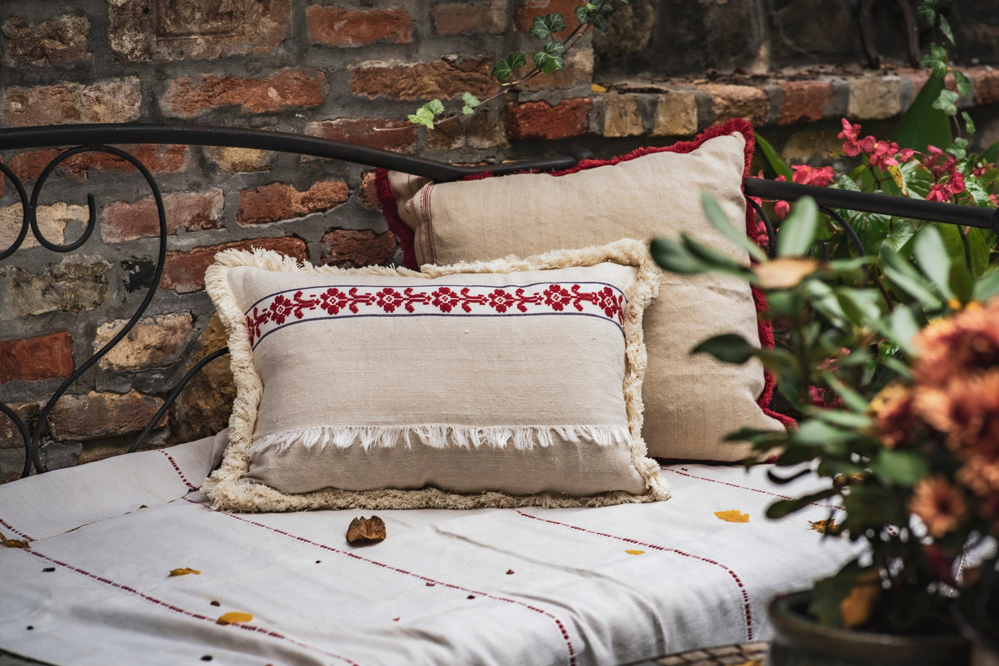 Pillow: Handwoven antique Hungarian hemp - P059