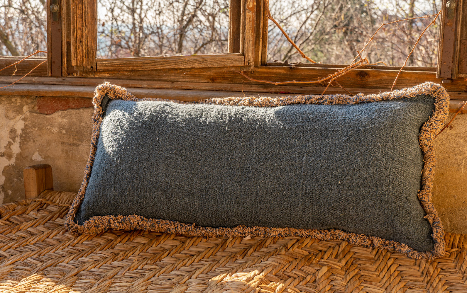Pillow: Handwoven antique Hungarian hemp - P218