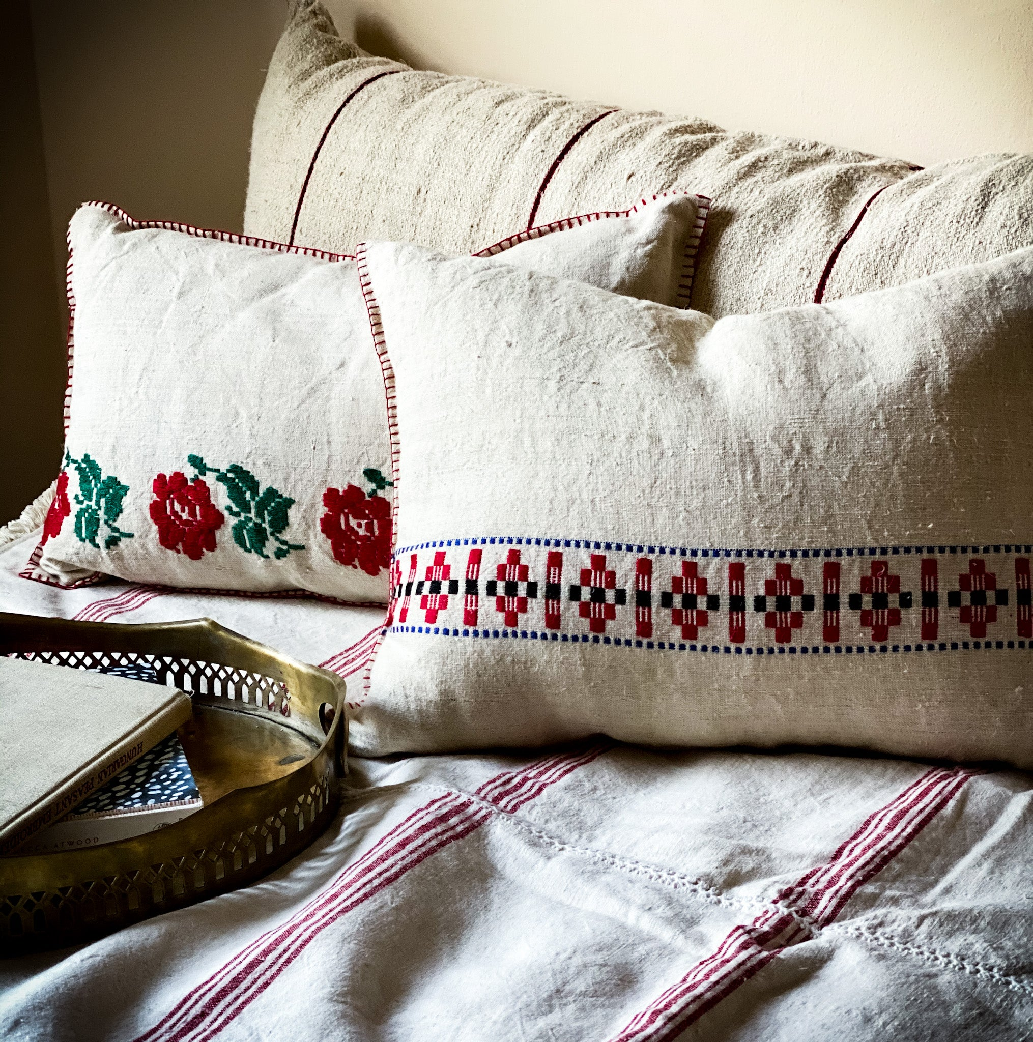 Pillow: Handwoven antique Hungarian hemp - P022