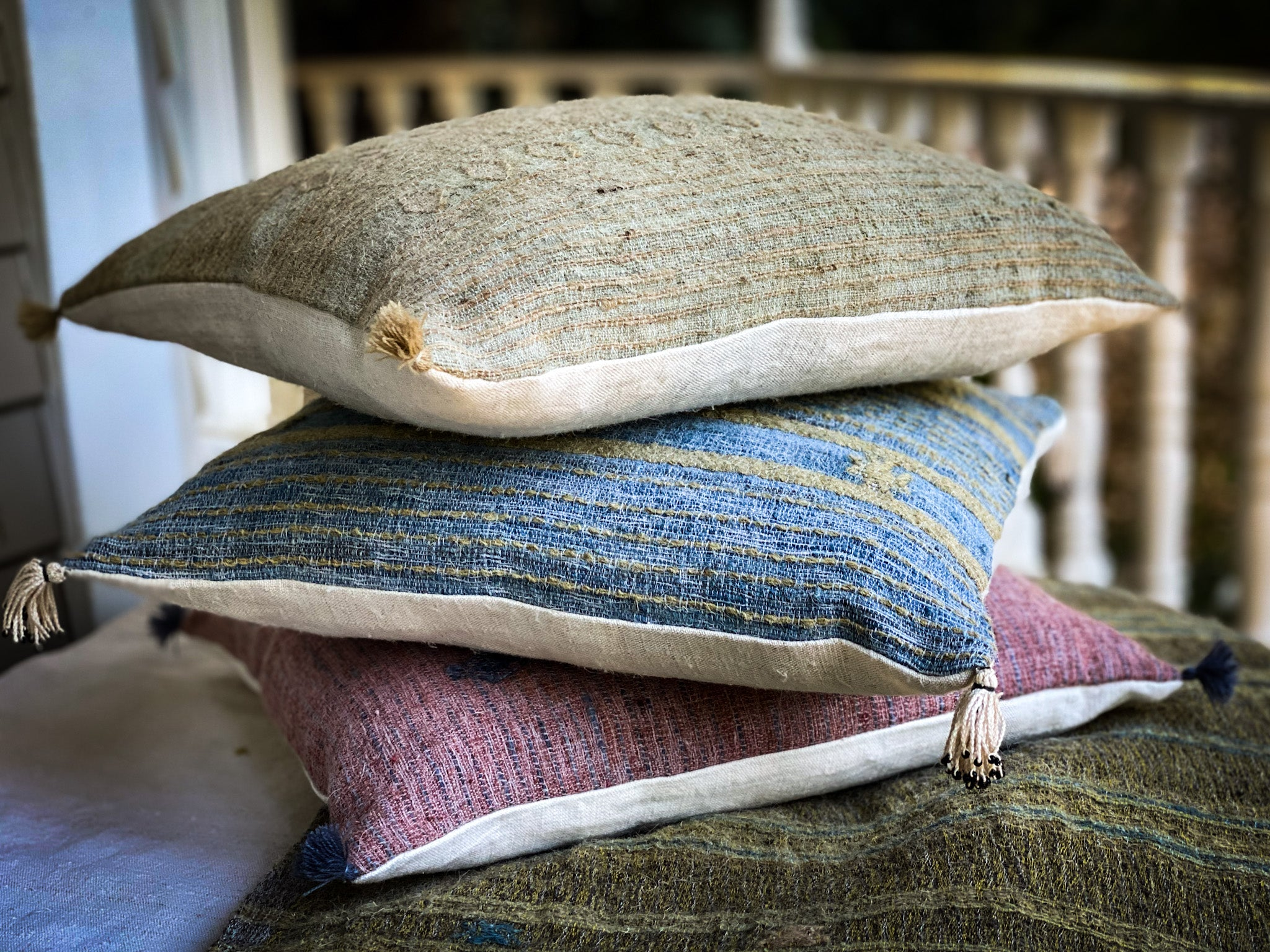 Pillow: Handwoven wool, antique Hungarian hemp - P301