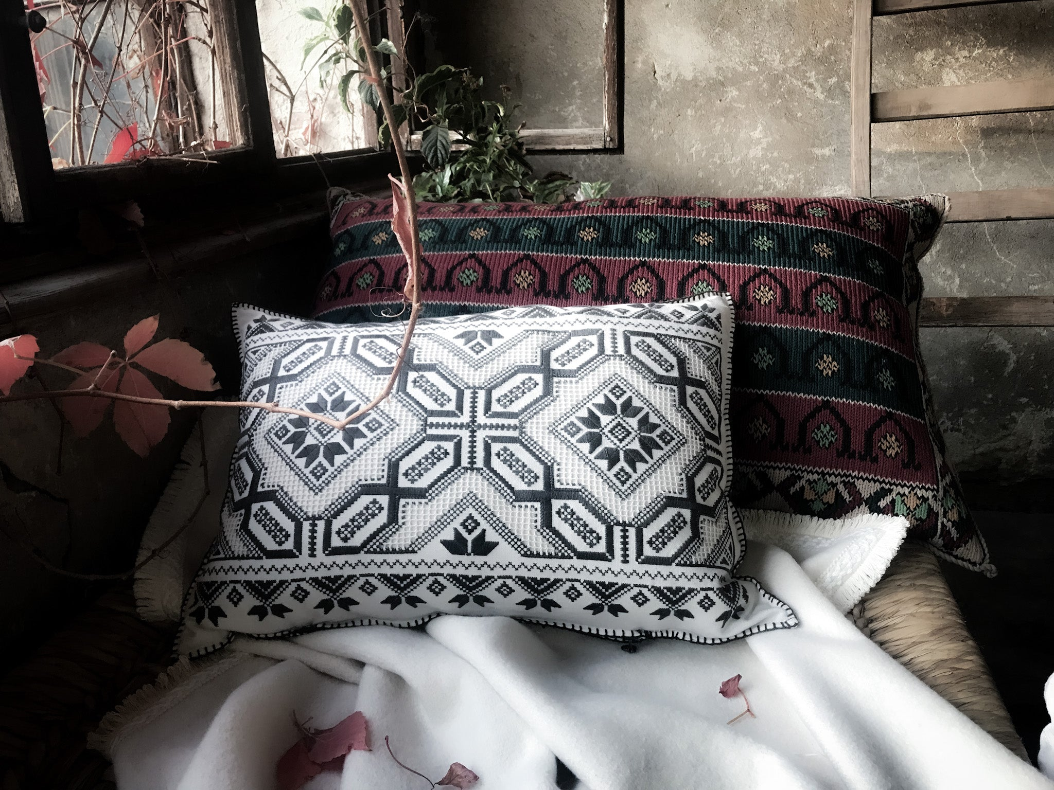 Pillow: Cross stitch/handworked antique Hungarian hemp - P021