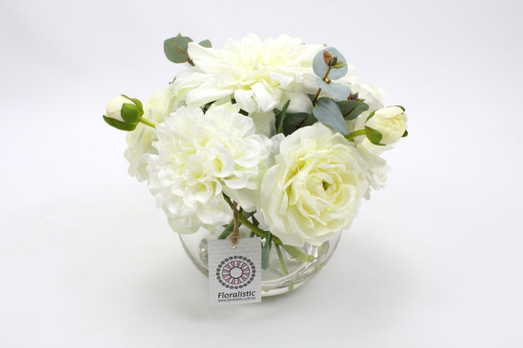 White flower arrangement with Ranunculus and Dahlia