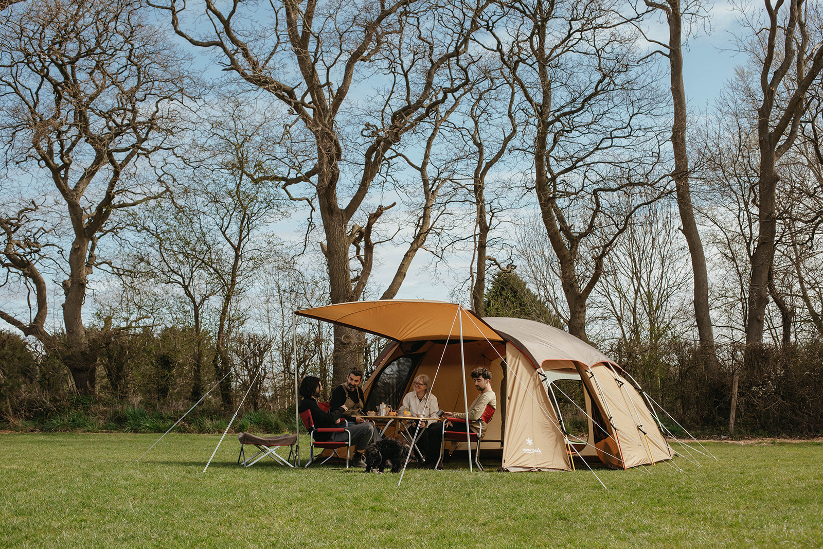 family get-together in a campfield with Snow Peak 2 room shelter tent Entry 2 room Elfield
