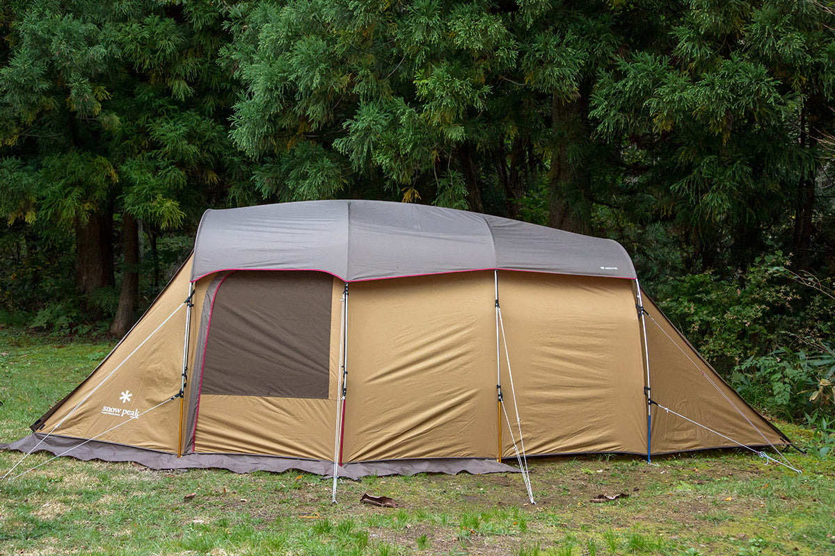 snow peak 2 room shelter tent Entry 2 room Elfield in a camping field