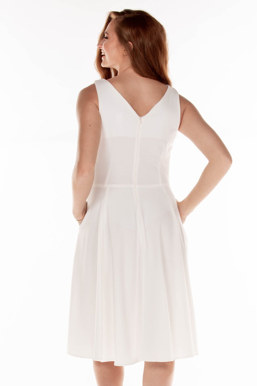This ERE 3915 flowy cocktail dress in white features a V-neckline on the bodice and pockets.