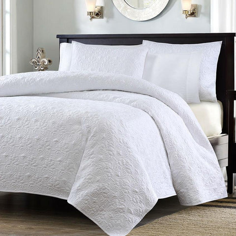 Full / Queen size White Quilted Coverlet Set with 2 Shams