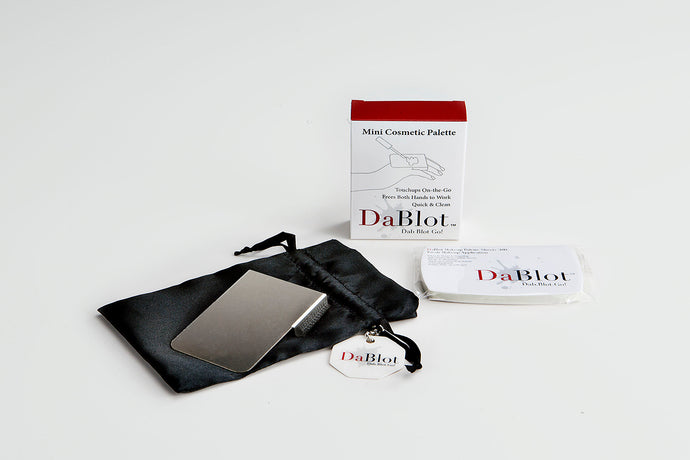 The DaBlot Mini Cosmetic Palette Set includes everything you need to quickly and cleanly apply products. The stainless steel palette wraps around the fingers with an adjustable strap and rests on the back of the hand, or it can be used flat on a countertop. The DaBlot Mini Cosmetic Palette can be used with the included DaBlot Makeup Palette Sheets pad or on its own. After cleaning, toss it in a set bag stored in its satin pouch.