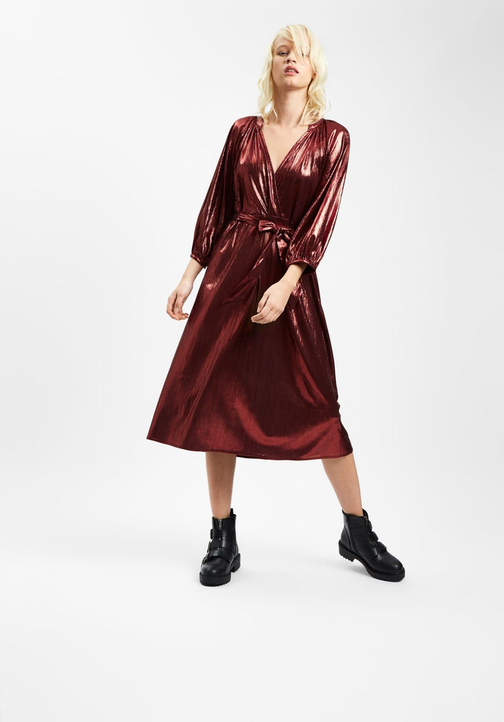 Traffic People Metallic Belt Up Midi Dress in Wine Front View Image