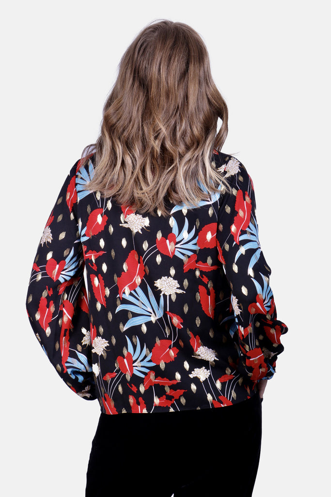 Traffic People Floral Printed Long Sleeve Choir Blouse in Black Close Up Image