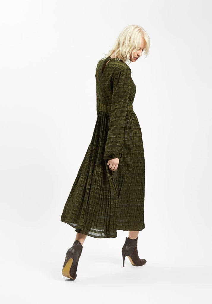 Peephole Pleated Maxi Dress in Green