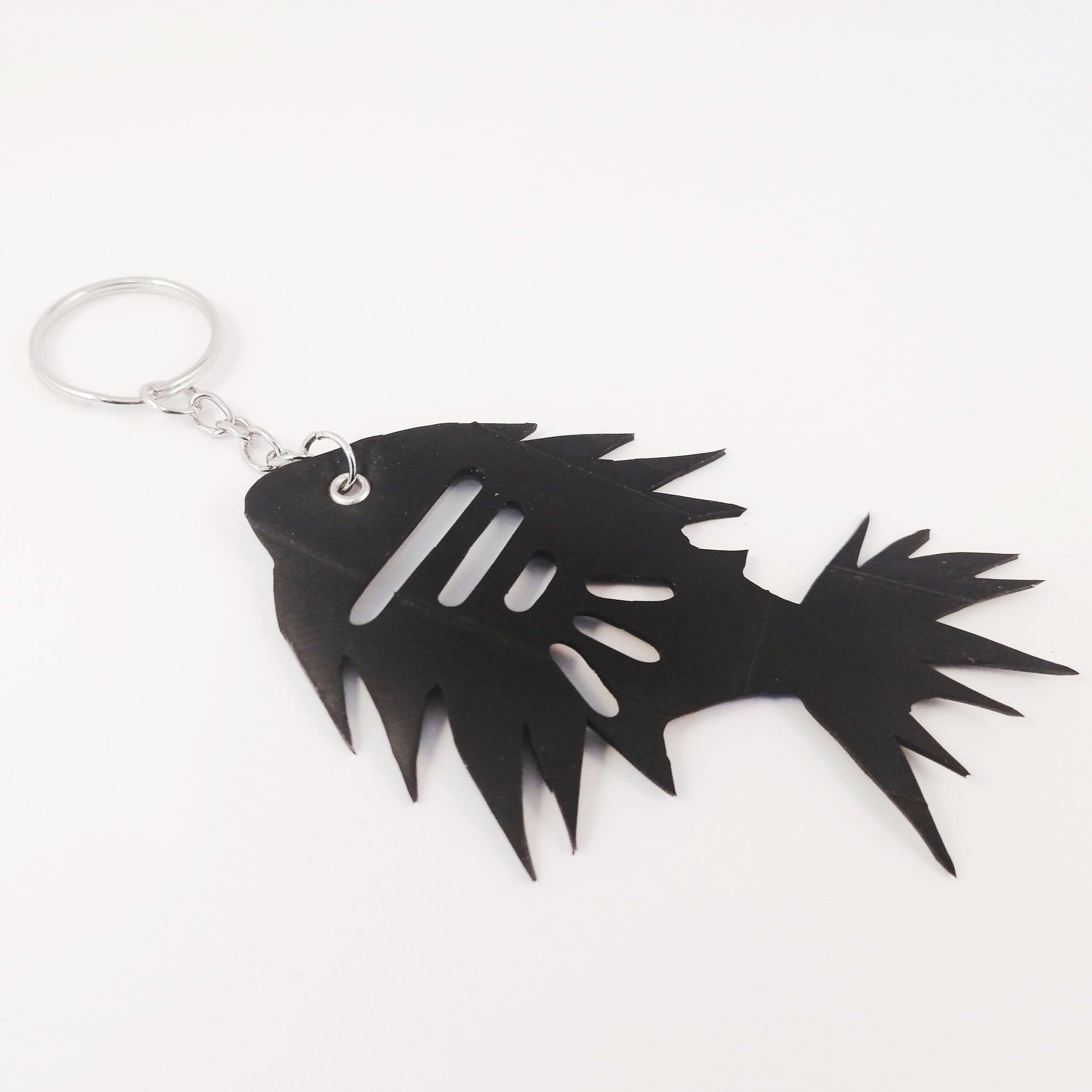 Banshy-fish- key ring in inner tube and stainless steel clip- upcycled jewellery- bijou recyclé-poisson porte clé- mer- sea- accessories from the sea- bijoux inspiré de la mer- dive wear-dive accesories - sea brand- vêtement inspiré de la mer