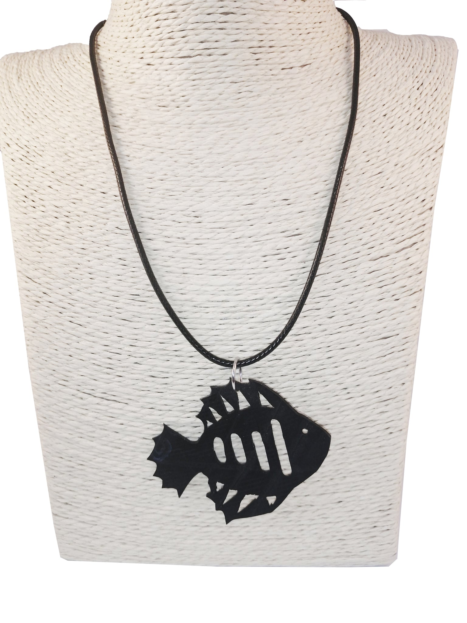 Banshy-fish necklace-fish inner tube pendant-jewelry upcycled-accesories from the sea- bijoux recyclé- bijou de la mer-diving world-dive wear-dive accesories - sea brand- vêtement inspiré de la mer-french brand