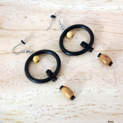 Banshy- Design recycled earrings, stainless steel O-rings, inner tube and wooden beads-Earring upcycled- accessories from the sea- bijoux inspiré de la mer- dive wear-dive accesories - sea brand- bijoux recyclés- boucles d'oreilles recyclés- zero waste-consommer autrement
