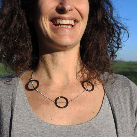 Banshy- jewelry upcycled-Chain stainless necklace with fine silver welded links, inner tube pellets, O-rings (from the diving environment), pearls -accesories from the sea- bijoux recyclé-  bijou de la mer-jonc argenté avec chambre à air et joint torique-diving world-dive wear