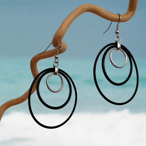 Banshy-Earring upcycled- metal in stainless- o'rings  from the dive industry- accessories from the sea-rubber