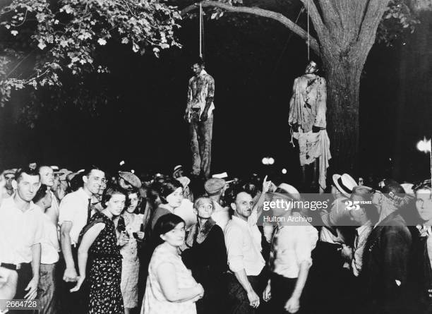 lynching of two men with edomites smiling and pointing