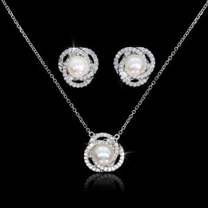Set de Perla con Diamante 0.72 quilates Oro 14K