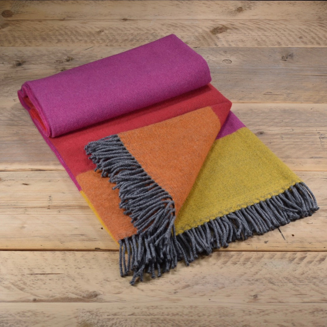 Block colour merino wool throw - Bubblegum