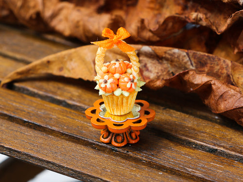Autumn Showstopper Cupcake - Pumpkin Basket (B)
