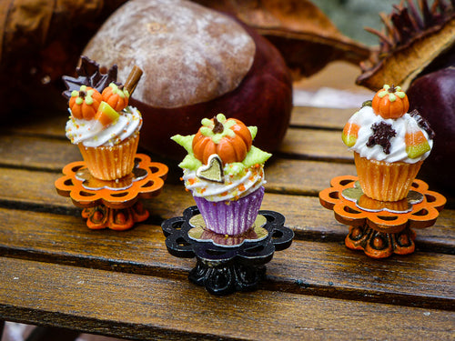 Autumn Showstopper Cupcake - Pumpkin and Foliage