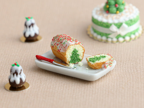 Hidden Christmas Tree Cake (Green) - Miniature Food