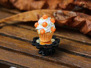 Autumn Showstopper Cupcake, Frosting and Baby Pumpkins (D)