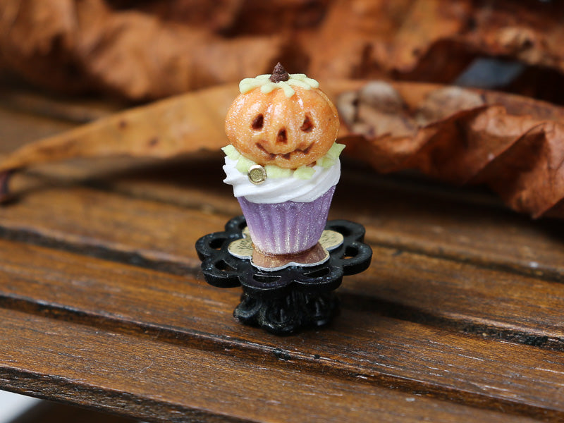Autumn Showstopper Cupcake with Jack O'Lantern Pumpkin - Miniature Food
