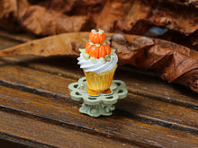 Load image into Gallery viewer, Autumn Showstopper Cupcake, Pumpkin Pile (F)