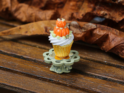Autumn Showstopper Cupcake, Pumpkin Pile (F)