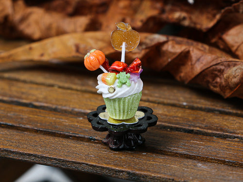 Autumn Showstopper Cupcake, Pumpkin and Caramel Apple Lollipops (J)