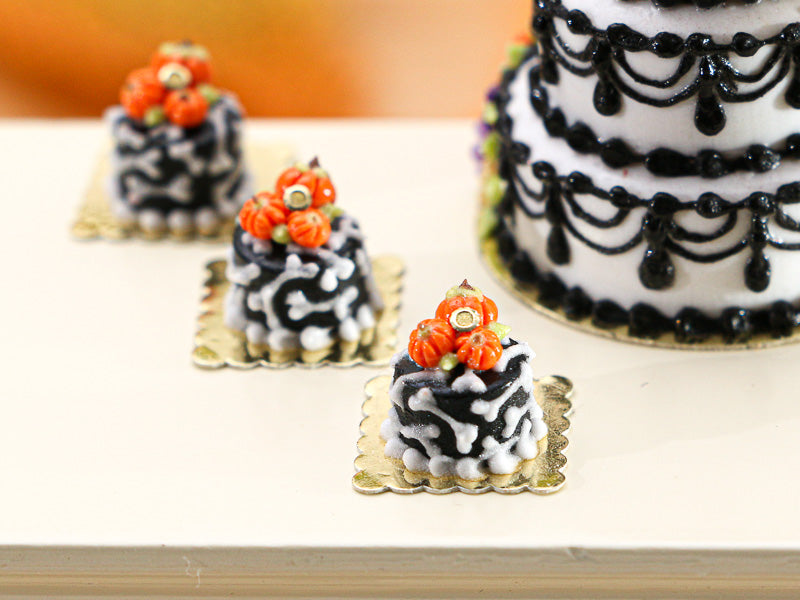Bone and Pumpkin Genoise Cake Individual Pastry for Autumn Halloween - Miniature Food