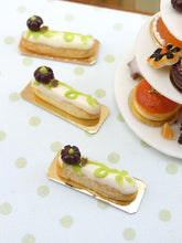 Load image into Gallery viewer, Pumpkin Patch Eclair - 12th Scale French Miniature Food