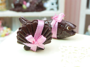 French Easter Chocolates Fish, Scallop Shell (Coquille St Jacques, Poisson) - Pink Ribbon