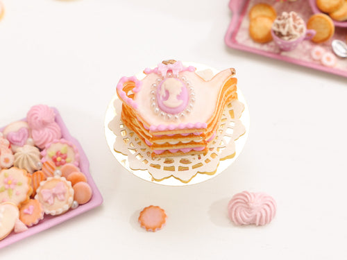 Teapot-shaped Sablé Cookie with Pink & White Cameo Decoration - Miniature Food