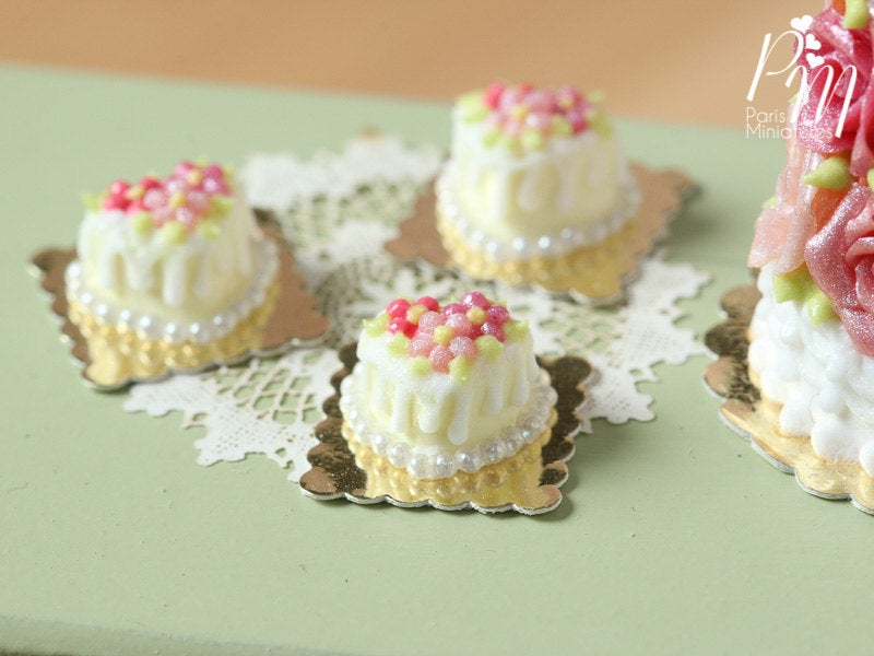 Heart-Shaped Vanilla Floral Cake - Individual Pastry - 12th Scale Miniature Food