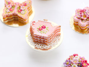 Pink Cookie Teapot-shaped Millefeuille decorated with triple pink blossoms - Miniature Food