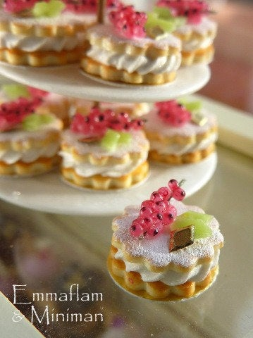 French Cream-Filled Red Currant Sablé (French Cookie / Biscuit) - 12th Scale Miniature Food