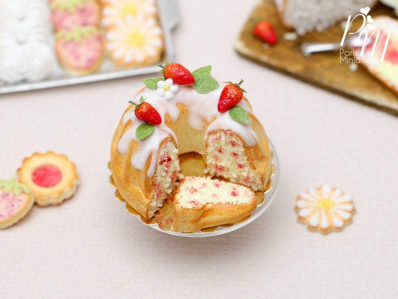 Strawberry Kouglof (Cut with Slice) - 12th Scale Miniature Food