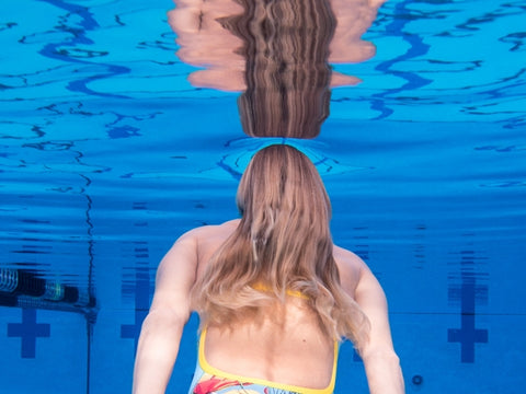 3 Easy Steps To Protect Hair From Chlorine Swimspray