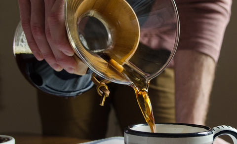 Image of someone pouring freshly brewed coffee from a Chemex Coffeemaker 6 Cup.