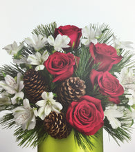 Load image into Gallery viewer, DEC 17th- Holiday Fresh Flower Centerpiece
