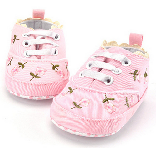 Embroidered soft bottom children's shoes